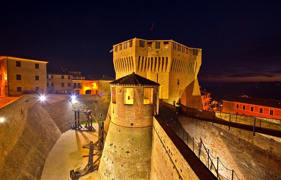 Rocca Roveresca Di Notte