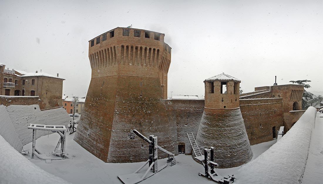 Rocca Roveresca Sotto La Neve
