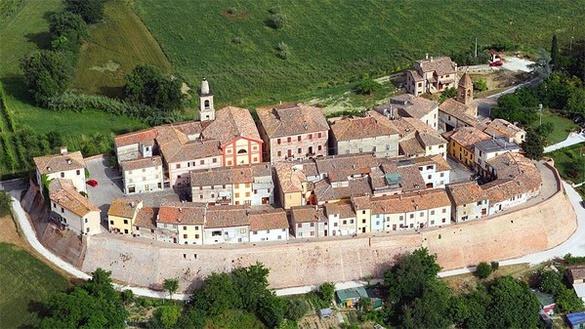 Il Castello Di Sant'Andrea Di Suasa