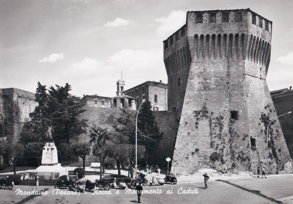 Rocca E Monumento Caduti